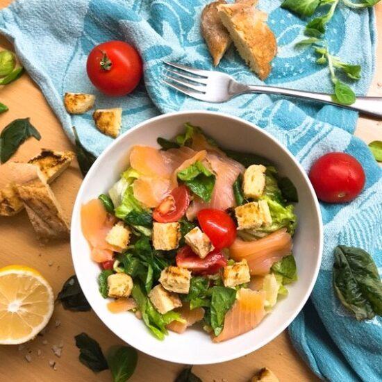 Salata od dimljenog lososa