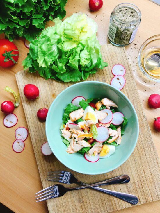 Salata od pečenog lososa